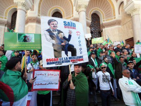 Centenas de milhares nas ruas: Era Bouteflika agoniza na Argélia