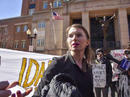 Chelsea Manning é presa por se recusar a incriminar   Assange em júri secreto nos EUA