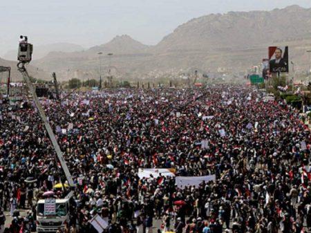 Multidões nas ruas defendem o Iêmen no 4º ano da agressão norte-americana e saudita