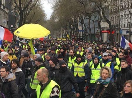 Ameaças de repressão não tiram Coletes Amarelos das ruas