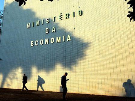 Previsão de crescimento do PIB recua para 2,2%