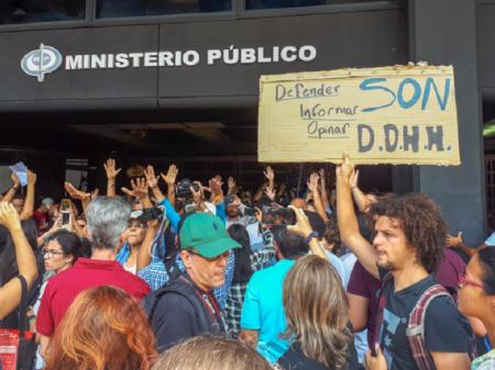 Maduro prende jornalista e tenta fazer dele bode expiatório do apagão