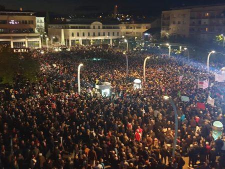 Manifestantes exigem renúncia do presidente de Montenegro por corrupção