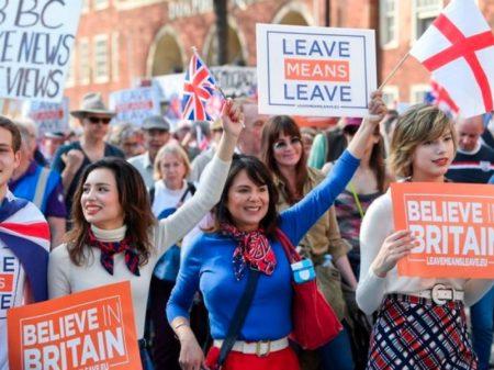 """Parlamento derrota pela 3ª vez o """"acordo Brexit"""" de Theresa May"""