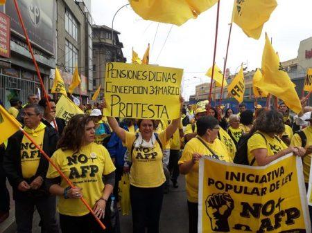 Chile: movimentos sociais levam projeto em defesa da Previdência pública a deputados