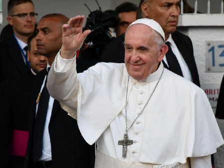 Papa: migração se resolve com justiça social, não com muros