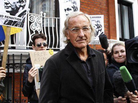 Cineasta John Pilger denuncia ameaças a Assange e exige sua liberação
