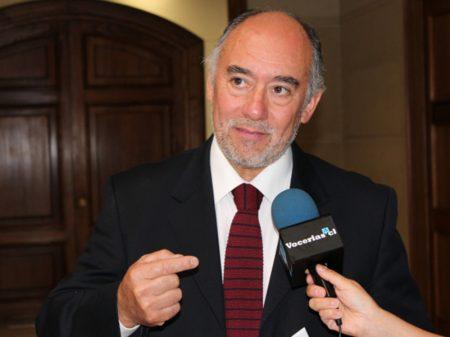 Chile: presidente da Câmara não almoçará  com Bolsonaro por seu 'menosprezo às pessoas'