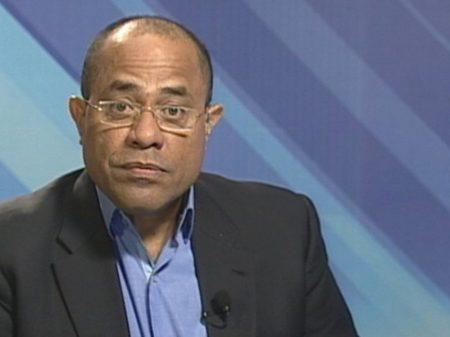 """Ex-embaixador da Venezuela no Brasil vê """"enrolação"""" em mudança ministerial de Maduro"""