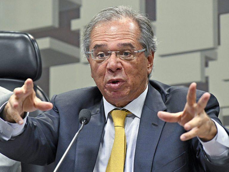 Pandemia derruba o já pequeno PIB de Guedes