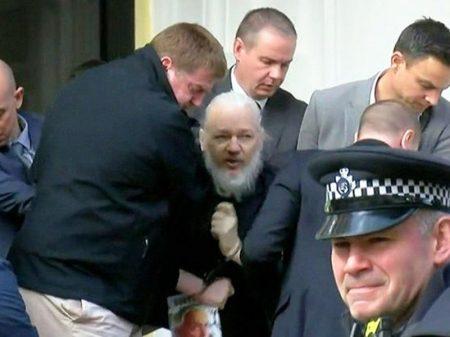 Assange é preso por denunciar crimes de guerra dos EUA