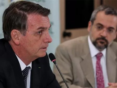 Bolsonaro confirma corte de verba para ensino de filosofia e sociologia