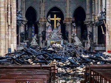 Muçulmanos solidarizam-se a cristãos após incêndio na Notre-Dame