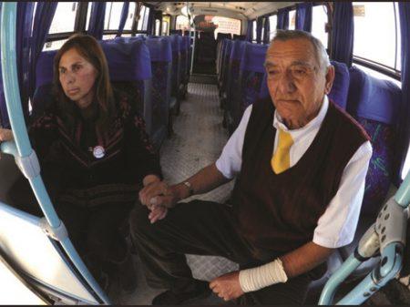 Chile: aposentadoria magra obrigava chofer de 71 anos a levar esposa com Alzheimer a trabalho