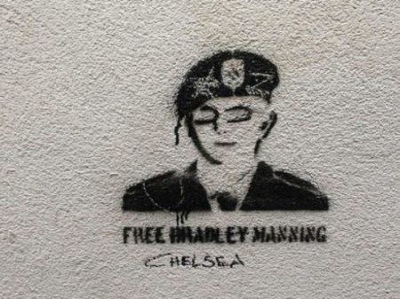 Chelsea Manning sai da solitária depois de 28 dias
