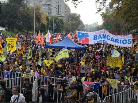 Chilenos exigem o fim da  capitalização da Previdência