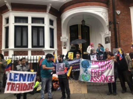 Perseguido por revelar crimes dos EUA, Assange denuncia sua detenção ilegal