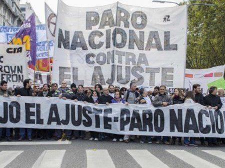 Argentinos fazem greve geral contra devastação macrista