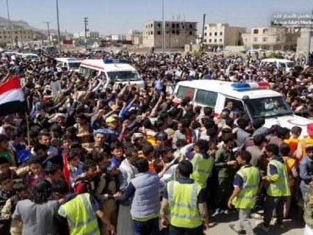 Iêmen: multidão se despede de crianças mortas em ataque saudita a escola