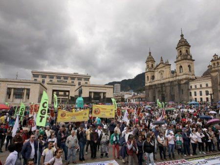 Colombianos fazem greve geral em defesa dos direitos trabalhistas e da Previdência