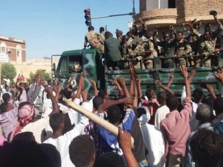 Sudão: líderes da revolta popular formam Conselho e exigem poder civil