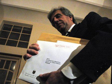 Uruguai: presidente destitui militares que acobertaram crimes da ditadura