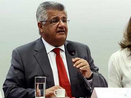 """""""É caso de internamento"""", diz o deputado Bacelar sobre os cortes de Bolsonaro nas universidades"""