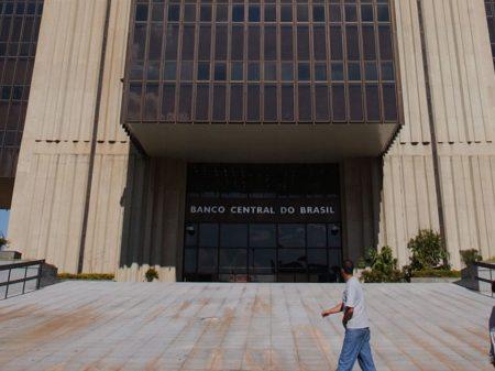 Bolsonaro quer entregar de vez BC a bancos