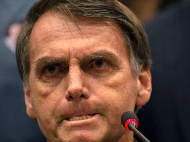 """Dos EUA, Bolsonaro chama estudantes de """"idiotas úteis"""""""