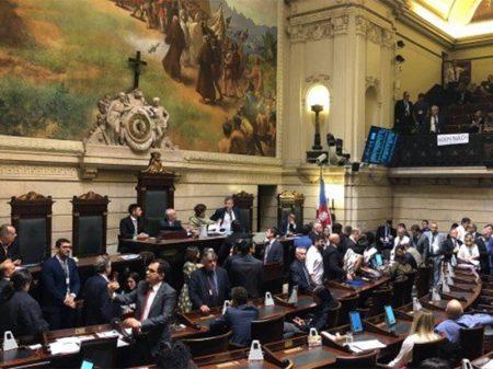 Vereadores do Rio aprovam abertura do processo para impeachment de Crivella