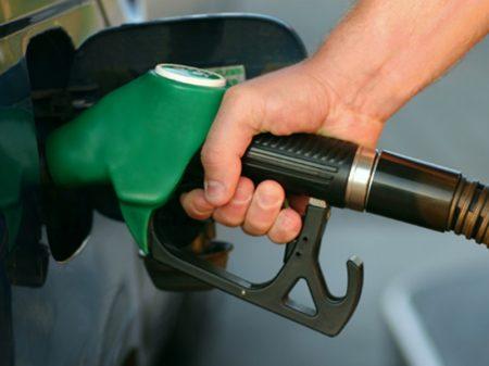 Governo desagrada caminhoneiros e aumenta diesel