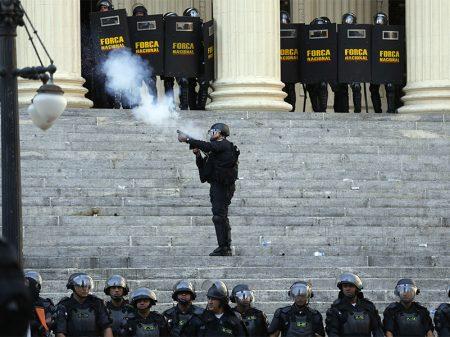 "Governo quer Força Nacional para ""desencorajar"" protestos na Esplanada"