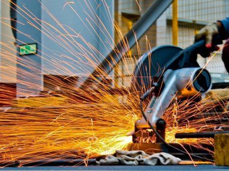 Produção industrial acumula queda no ano