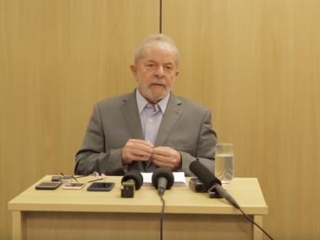 """""""O PT é o único partido político que existe. O resto é sigla de interesses eleitorais"""", diz Lula"""