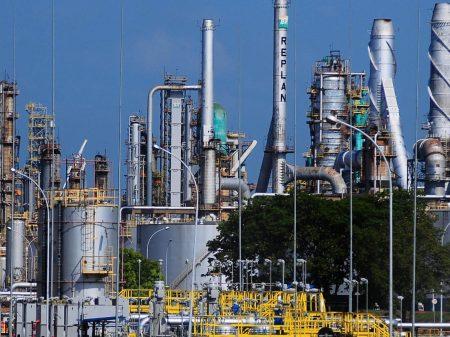 Bolsonaro vai privatizar 8 refinarias da Petrobrás