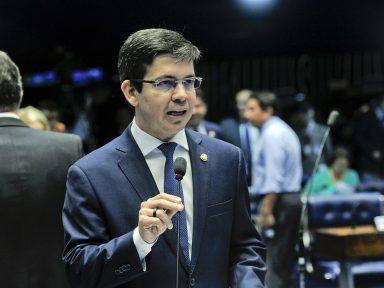 """Randolfe: """"ministro ameaça de morte deputada do PSL e Bolsonaro não faz nada"""""""