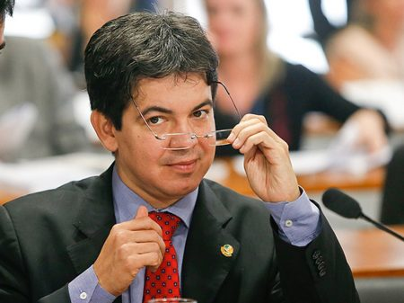 """Para Randolfe, Bolsonaro passar o Coaf para Paulo Guedes """"é legislar em causa própria"""""""