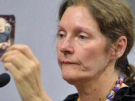 Mãe de Assange denuncia que ele está incomunicável em prisão inglesa há duas semanas