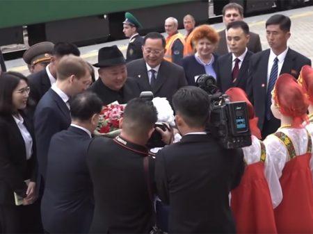 Kim chega à Rússia para a primeira cúpula com Putin