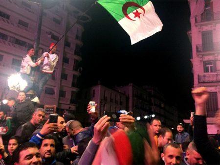 Argélia: presidente Bouteflika renuncia após seis semanas de protestos