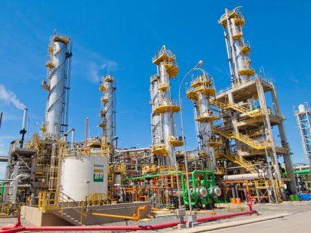 Bolsonaro pretende privatizar 50% das refinarias