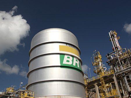Gasolina acumula alta de 31% nas refinarias