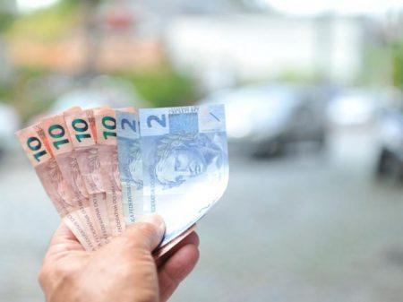 Bolsonaro propõe congelar o salário mínimo em 2020