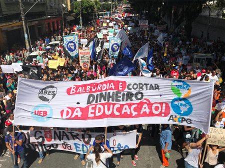 Governo corta mais 348 milhões da Educação