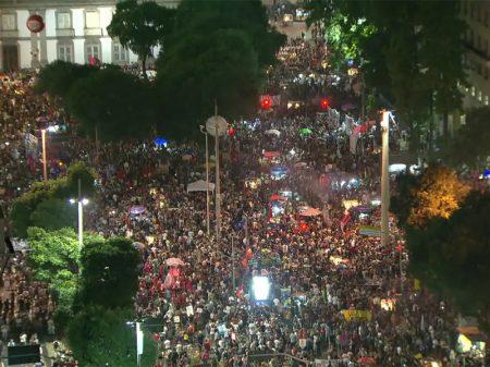 Rio: Manifestantes fazem ato da Candelária à Cinelândia contra os cortes