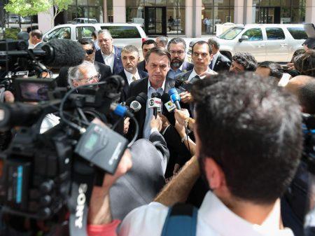 Bolsonaro não explica os cortes, insulta repórter e a imprensa