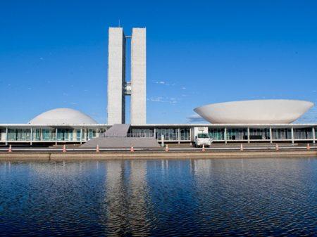 Técnicos do Senado: decreto das armas de Bolsonaro é inconstitucional