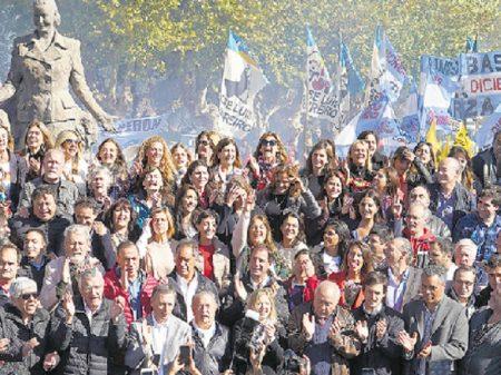 Argentinos homenageiam Evita Perón e sua integração com o povo