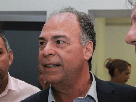 Líder de Bolsonaro quer frear Receita Federal no combate à corrupção