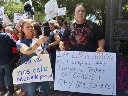 Bolsonaro se atrapalha, esquece de Deus e inclui EUA no seu chavão